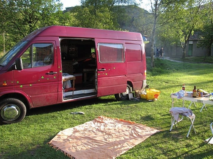 Choosing camper awnings: make sure you get the right one for what you need! Here are some tips.